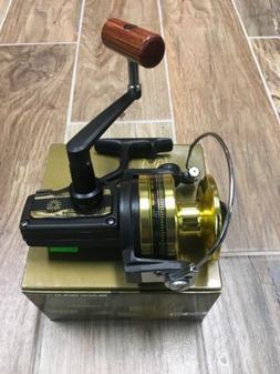 Daiwa BG30 Spinning Fishing Reel Black / Gold