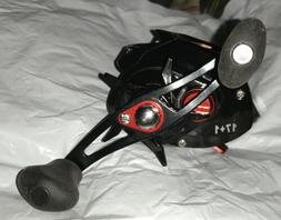Sougayilang SS High Speed Baitcasting Reel, New With Box & S